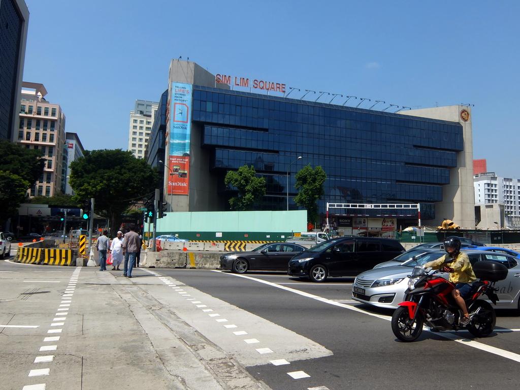 シンガポールの3大・電気街ビルに潜入して電気部品買ってきた