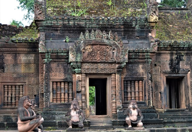 South-facing facade of the mantapa located inside the innermost enclosure of the Banteay Srei temple