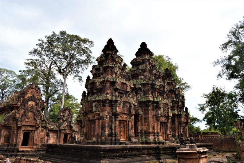 Structures on the inner enclosure as seen from the southwest side of the Banteay Srei Temple