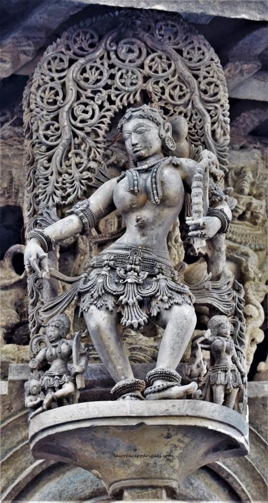 Betegārthi (Huntress) - Proud madanike after a successful hunt - A bracket figure mounted on a rightmost pillar on the northern entrance of Belur Chennakeshava Temple, Krnataka, India