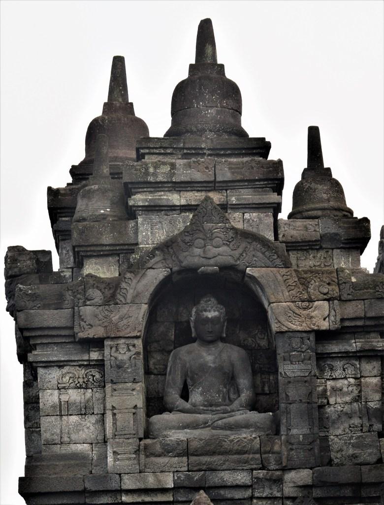 Borobudur - borobudur_buddha_niche6_en