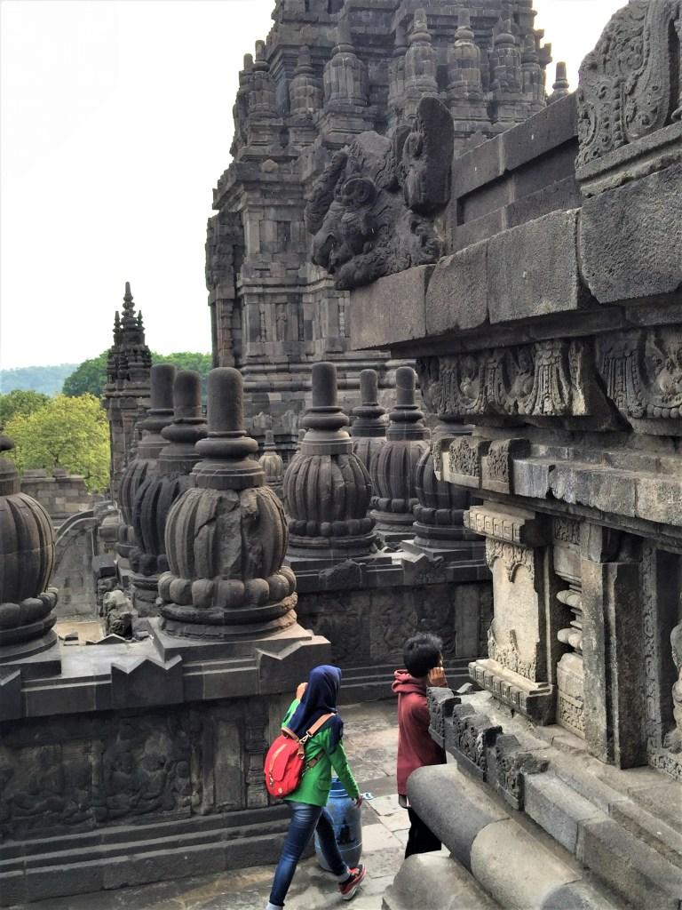 Prambanan - Prambanan_shiva_temple_corridor_1