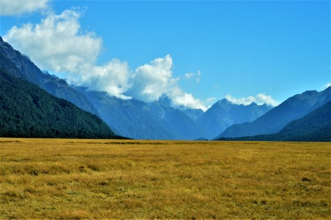 Magnificent views of the peaks at Eglinton Valley in Fiordland National Park, New Zealnd