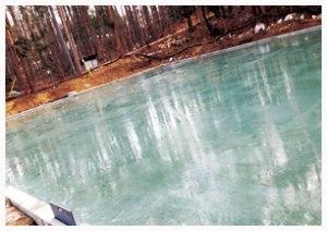 天然氷の氷池