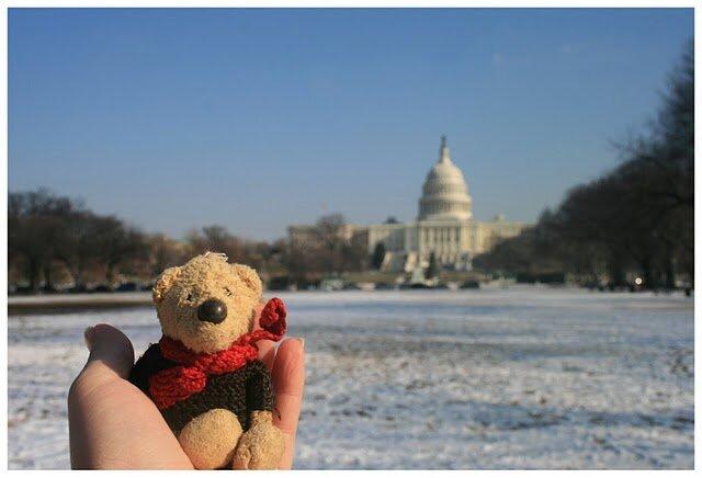 (медведь J-Bear был куплен в Берлине лет этак 10 назад, и с тех пор колесит со мной по планете)