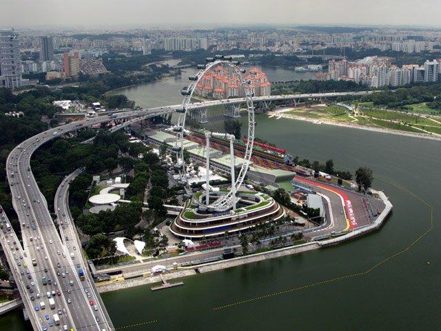 Singapore Flyer. Оно конечно вертится... там, внизу