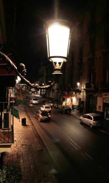 С балкончика SanMaxHotel, Catania, Via Etnea