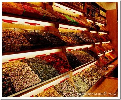 Специи и чай в стамбульской лавке