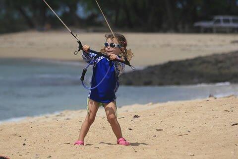 Учиться кайтсерфингу могут даже дети