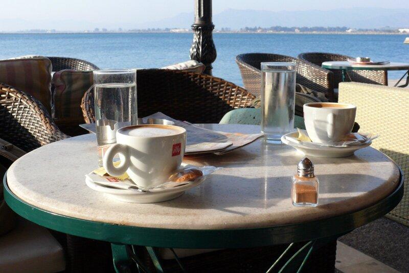 Кофе на набережной Нафплиона