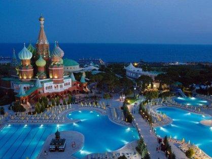 Российские туристы возвращаются в Турцию