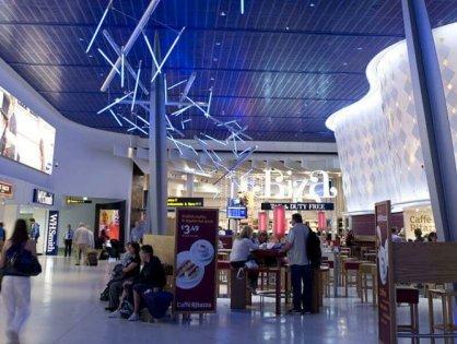 В аэропорту Манчестера сотни людей не смогли вовремя вылететь из-за сбоя в системе регистрации