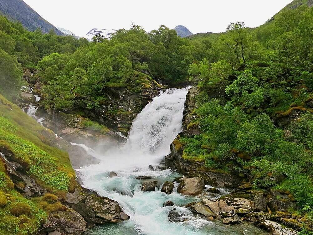 Водопад по дороге в долину Бёдален