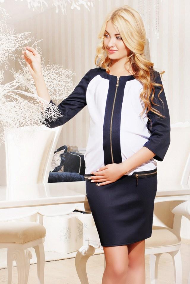 Очаровательный и стильный наряд для беременных