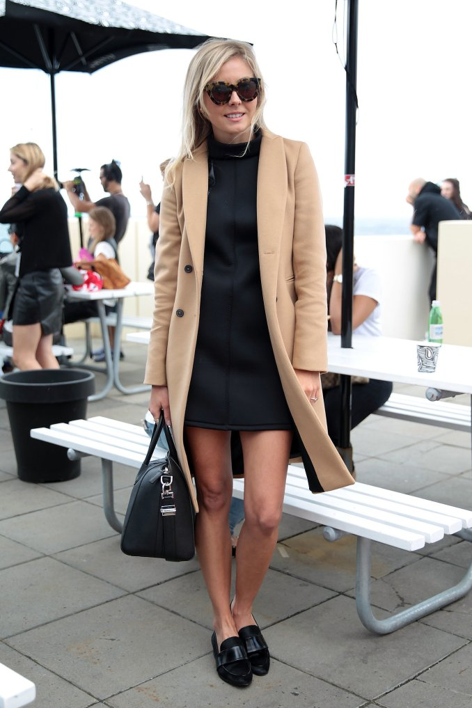 Loafers with a coat - photo of the new season