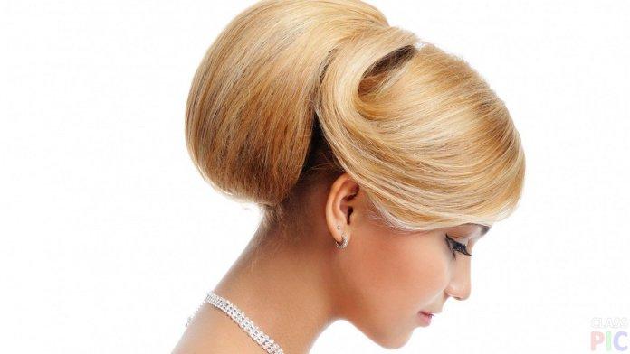 На фото: причёска в стиле «бабетта».