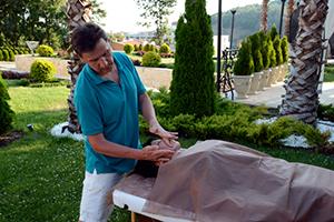 Александр Дедков владеет 50 техниками массажа