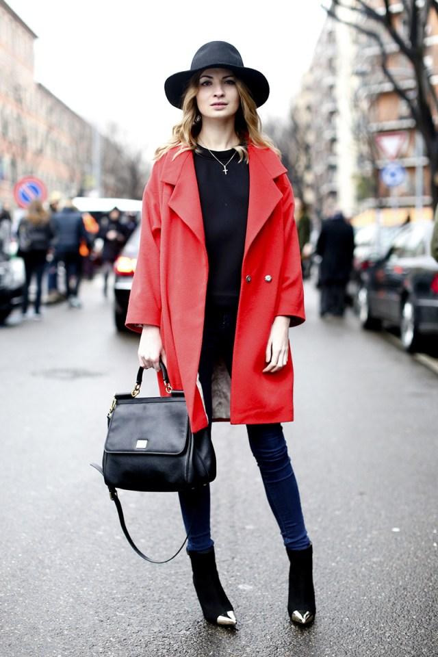 Красное модное пальто оверсайз – фото новинка сезона