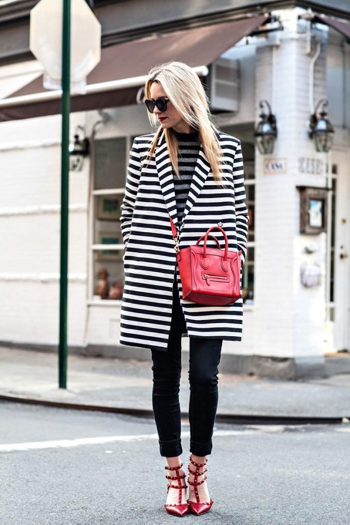 Фото новинка: модное пальто в полоску
