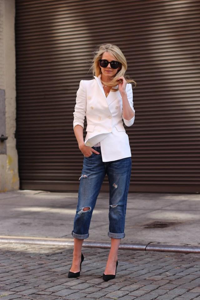 Длинный белый пиджак с джинсами бойфрендами