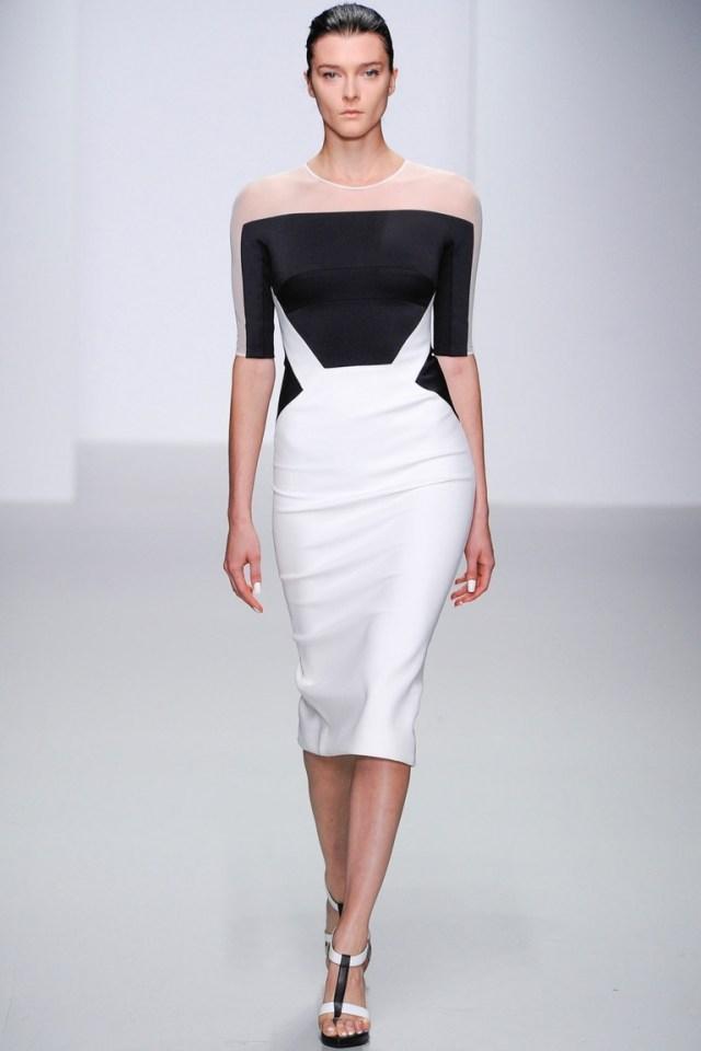 Обтягивающее модное платье — фото новинка в коллекции David Koma весна-лето