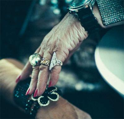Рут Флауэрс в 68 лет стала диджеем в клубе