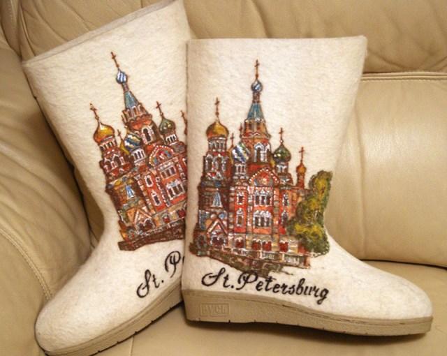Белые модные валенки с изображением Санкт-Петербурга