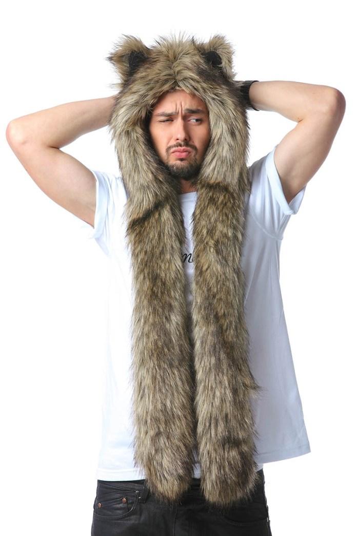Фото модной зимней меховой шапки волкошапки