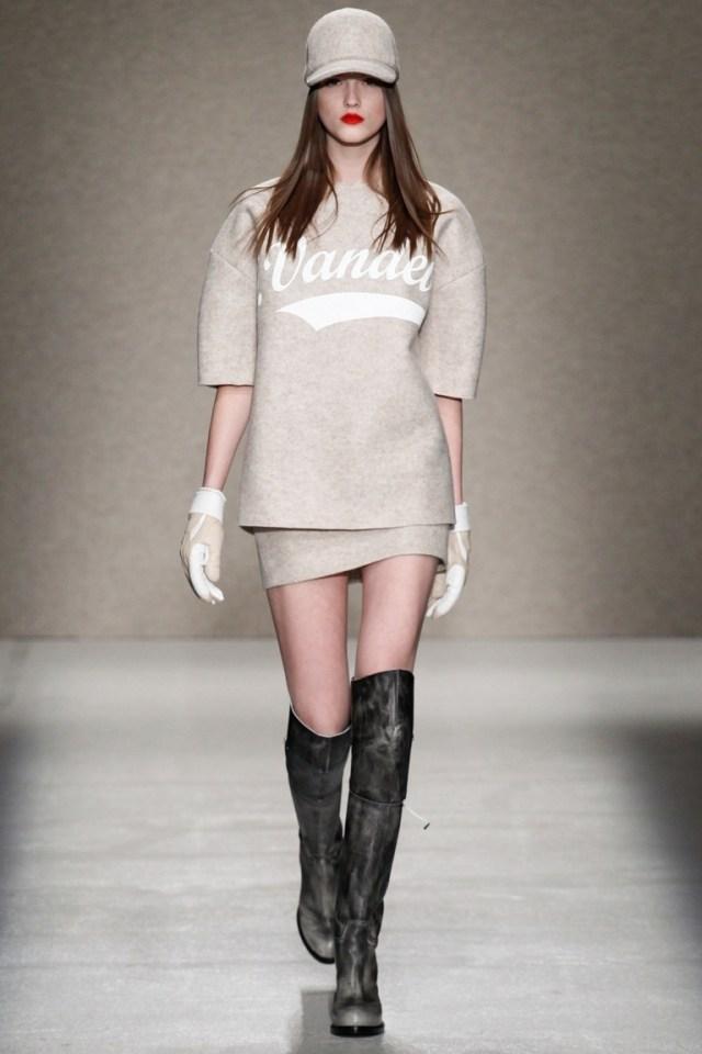 Модная серая кофта 2015 с надписью – фото новинка от A.F.Vandevorst