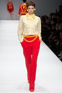 Модные брюки осень-зима 2014-2015 - красные брюки широкого кроя - Moschino