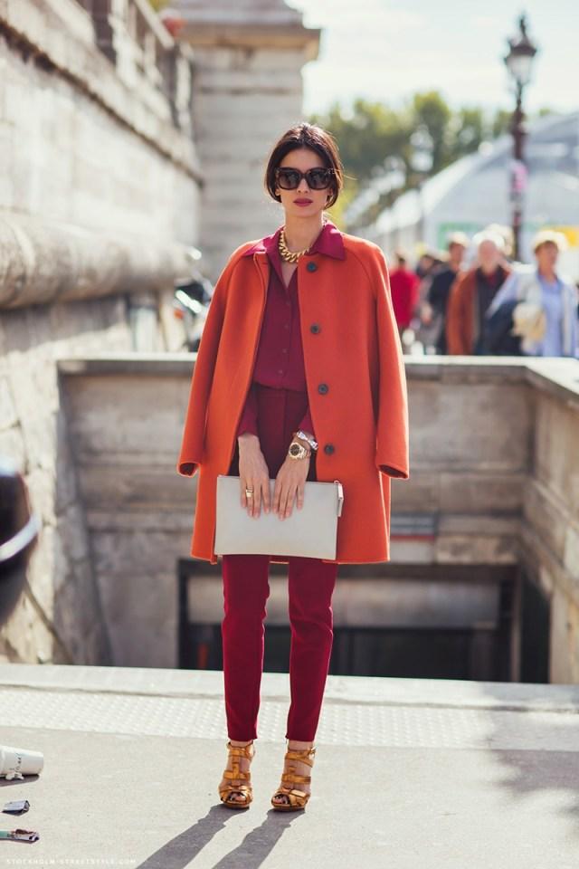 Фото модного оранжевого женского пальто