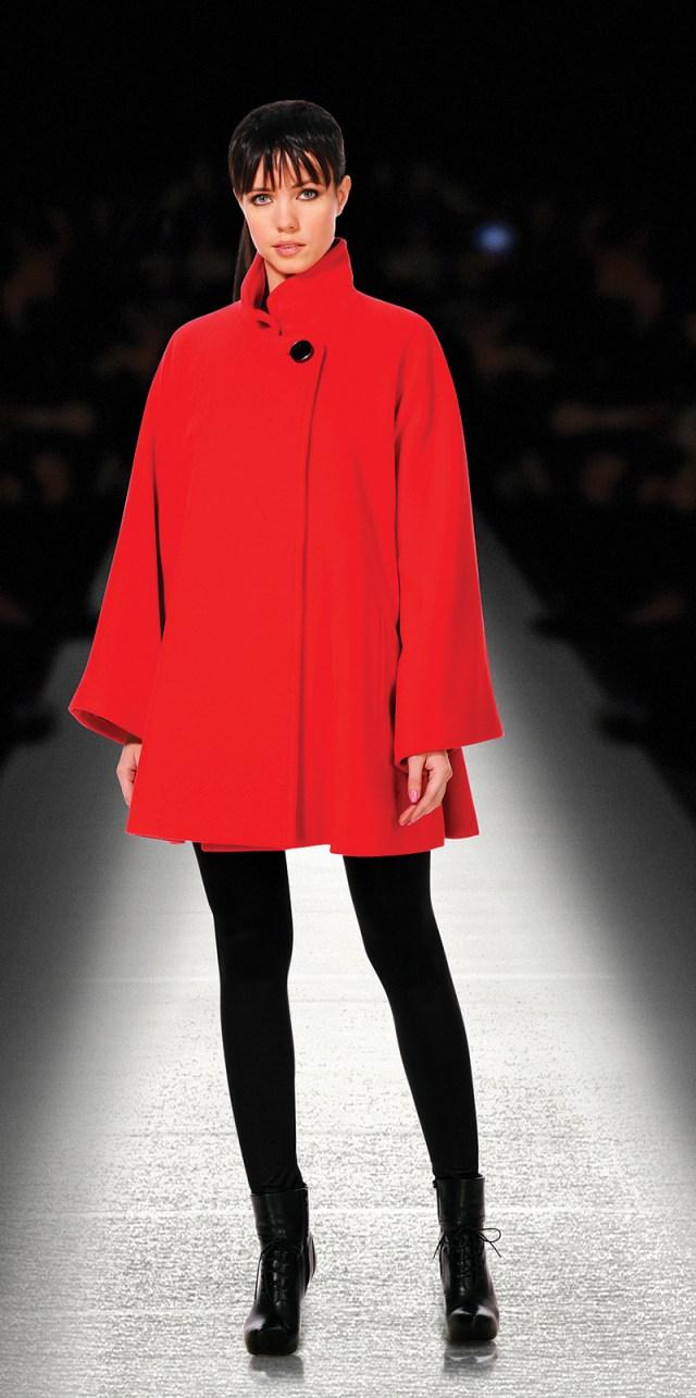 Красное модное женское пальто трапеция - фото новинки сезона