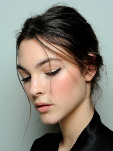 Красивый модный макияж со стрелками осень-зима 2014-2015 – Dolce&Gabbana