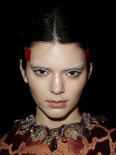 Вариант модного макияжа осень-зима 2014-2015 от Givenchy