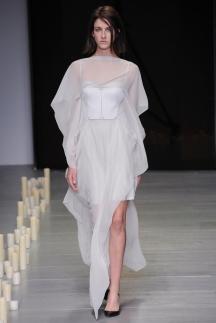 Фото модного длинного платья осень зима 2014-2015 – Marios Schwab