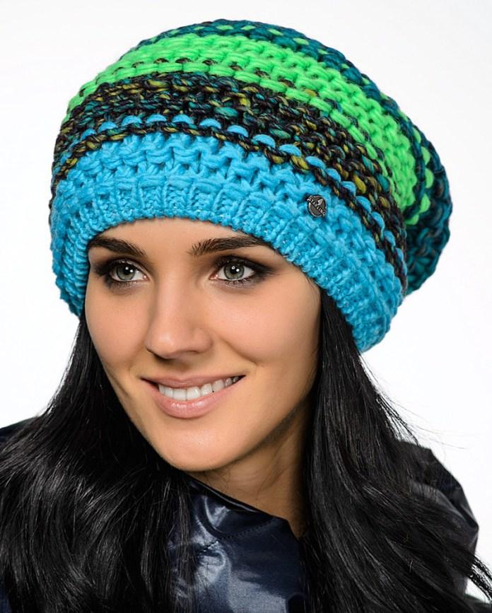 Модная вязаная женская шапка