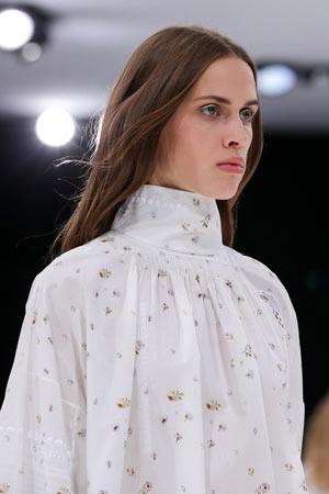 Прическа мода весна лето 2015 – Christian Dior