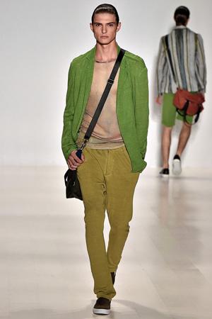 Зеленый мужской наряд с кардиганом и брюками – мужская мода 2015 Custo Barcelona