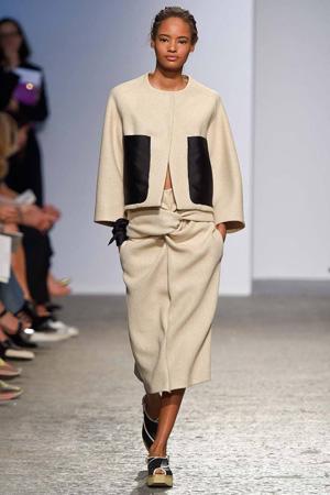 Бежевая куртка весна лето 2015 с укороченными широкими брюками – Sportmax