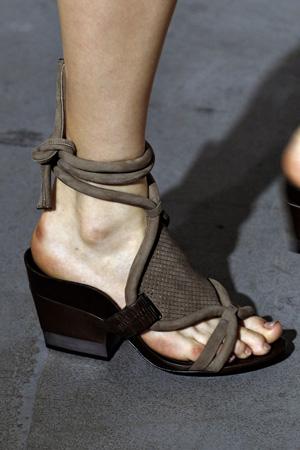 Модные босоножки 2015 на низком каблуке - 3.1 Phillip Lim