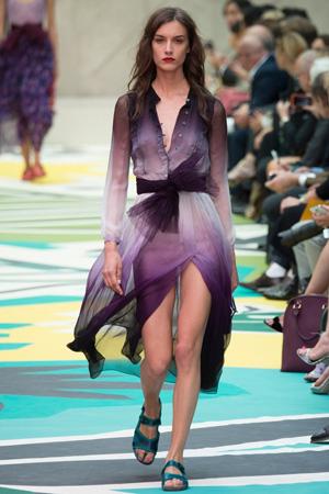 Фиолетовое длинное модное платье 2015 Burberry Prorsum весна лето 2015
