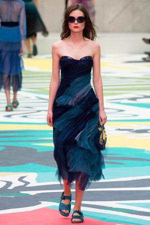 Вечернее платье 2015 Burberry Prorsum с босоножками