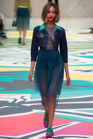 Короткая джинсовка с полупрозрачным модным платьем 2015 Burberry Prorsum