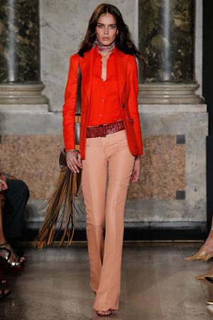 Сочетание: красный пиджак и красная рубашка Emilio Pucci