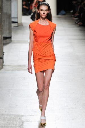 Оранжевое летнее платье 2015 фото Barbara Bui