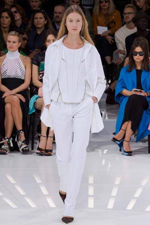 Белые брюки с кофтой и легкой курткой ветровкой – фото Christian Dior весна лето 2015