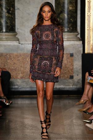 Женственное приталенное модное летнее платье 2015 фото Emilio Pucci