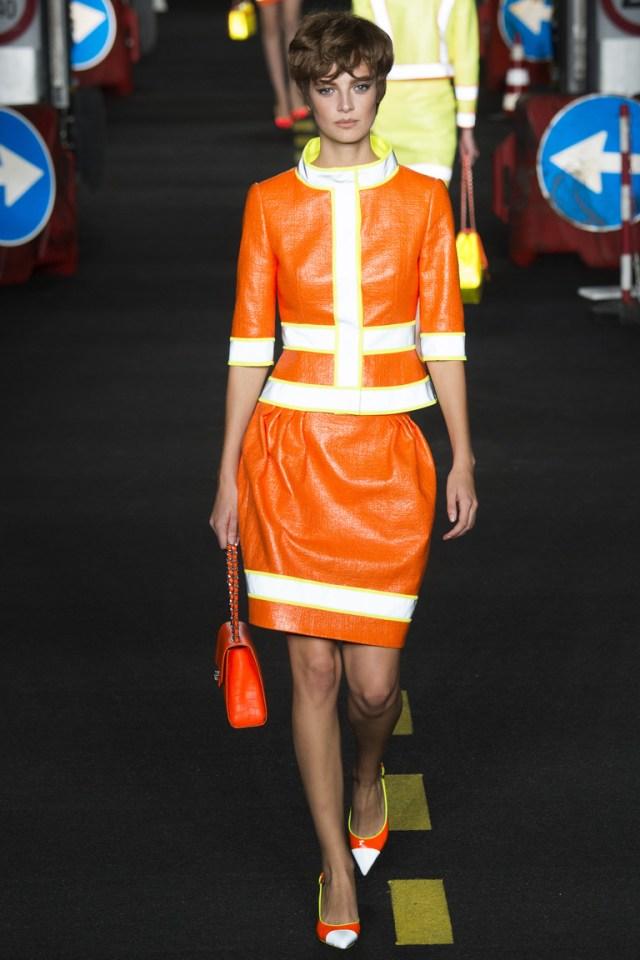 Оранжевая модная юбка 2016 фото Moschino весна-лето 2016
