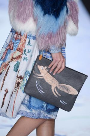 Модная сумка клатч с рисункми – Alena Akhmadullina
