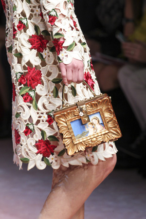Модная сумка чемоданчик осень-зима 2015-2016 с яркими рисунками – Dolce & Gabbana
